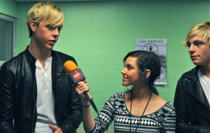 "Riker Lynch, left, talks with LSY!'s Francesca Harvey about his early musical inspirations. Looking on is his brother and R5 bandmate, Ross Lynch, who's also the star of Disney Channel's ""Austin & Ally.""(Photo by Hailey Rose Gattuso)"