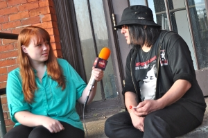 Robby Takac of the Goo Goo Dolls tells LSY! reporter Brianna Kincaid that his life wouldn't be the same if he hadn't had music education as a kid. (Photo by Sarah Cohn)