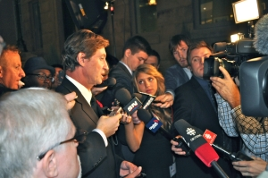 Wayne Gretzky meets the media – including LSY! sports editor Hailey Rose Gattuso.