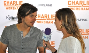 Charlie Worsham carries a pile of dirt from his hometown to every show.