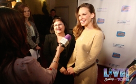 Judy and Hilary Swank talk with LSY Hollywood reporter Emilie Hagen on the red carpet at the Looking Ahead Awards on December 4 in Los Angeles.